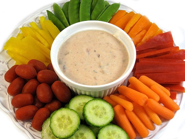Veggies and a Skinny Salsa Ranch Dip with Weight Watchers ...