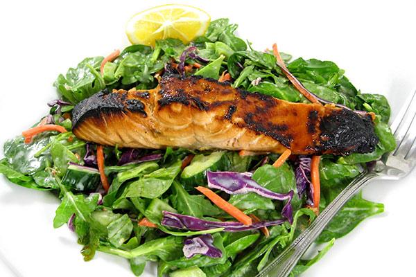 salmon-terryikai-spinch-salad
