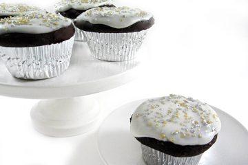 red-velvet-cupcake photo