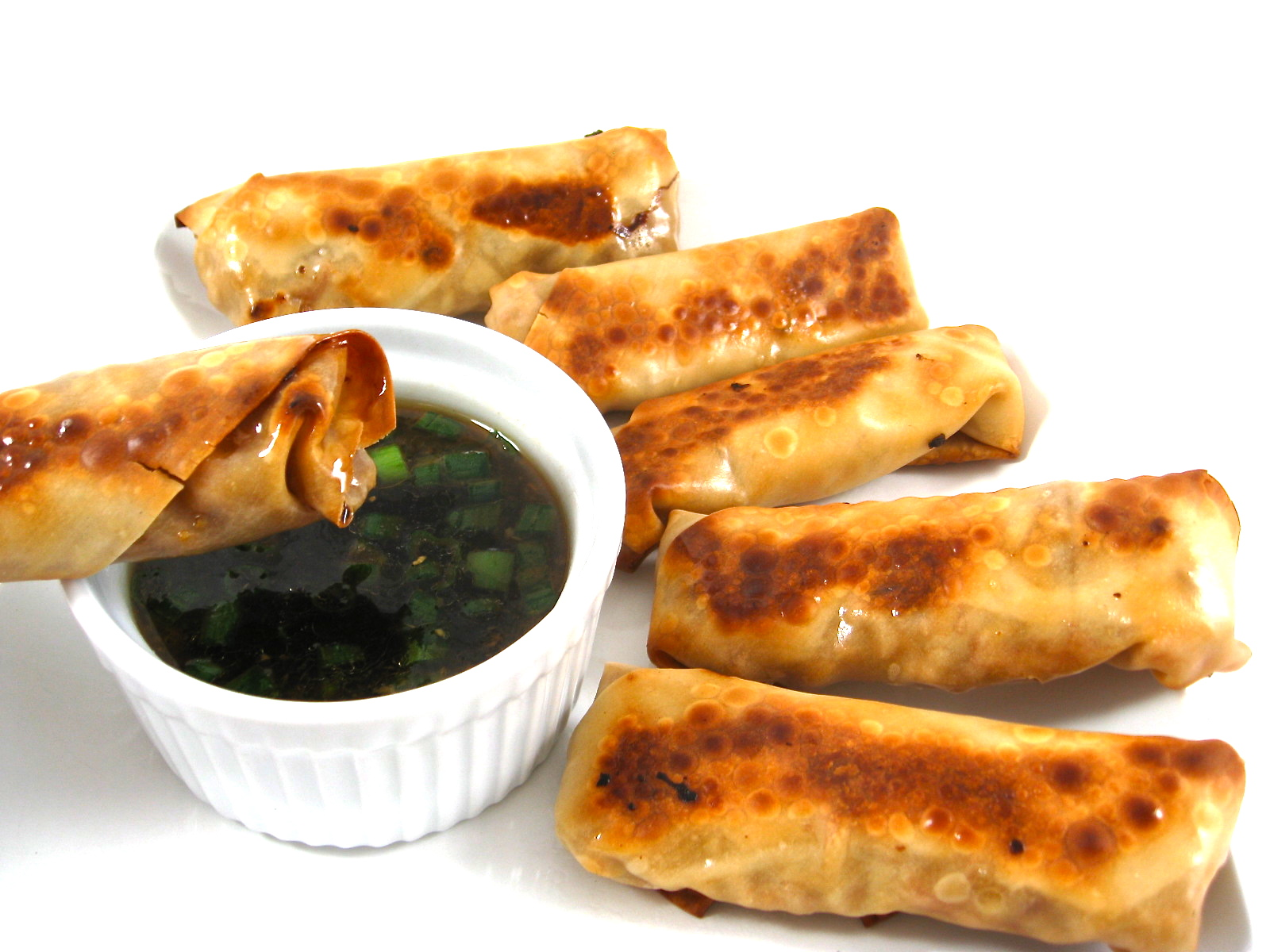 Skinny Baked Vegetarian Egg Rolls With Peanut Sauce By Skinny Kitchen Atfoodblogs