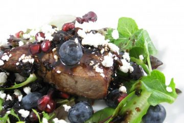 steak with bluberries