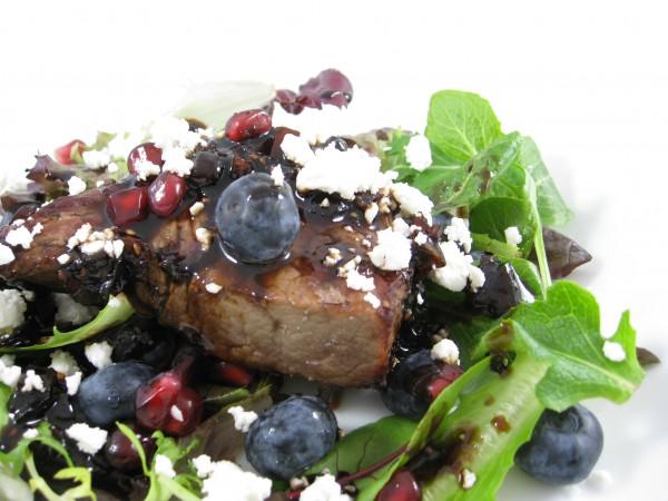 steak with bluberries
